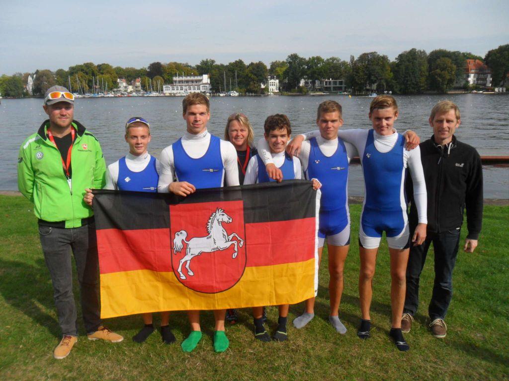 Die Jungen der Humboldtschule unmittelbar vor der Siegerehrung.